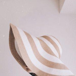 Neutral Straw Floppy Hat